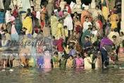 devotees-dip-in-narmada-river-on-ganga-dussehra