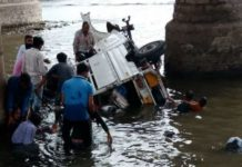gujarat-news/saurasthra-kutch/utility-vehicle-fell-down-from-the-bridge-near-rajkot