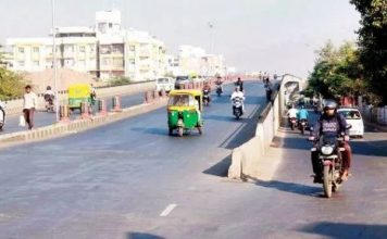 ahmedabad-news/civic-issues/public-opens-gst-railway-over-bridge-as-bjp-was-busy-to-wait-for-vips
