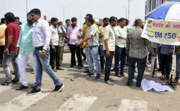 south-gujarat/three-of-family-mowed-down-by-truckin-sarthana