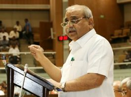 Dy CM Nitin Patel presents budget in Gujarat assembly