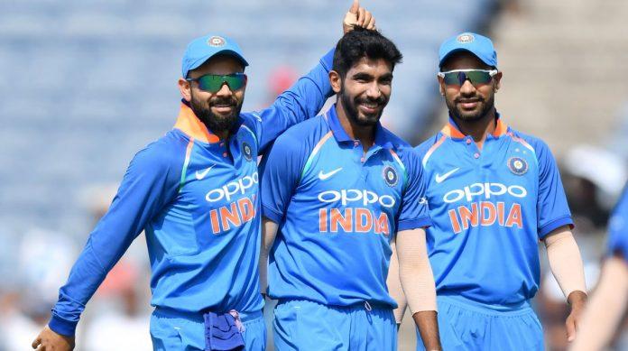 નવી દિલ્હી,તા. ૯ ભારતીય ક્રિકેટ ટીમ વર્લ્ડ કપ વિજેતા તરીકે રહેશે. સટ્ટાબજાર ્ દ્વારા આ અંગેની આગાહી કરવામાં આવી ચુકી છે. સટ્ટાબજારના જારદાર ભાવ ખુલી ગયા છે. ભારતીય ટીમને સટ્ટોડિયા ફેવરીટ ગણી રહ્યા છે. ભારત પર ૨.૮, ઇંગ્લેન્ડ માટે ત્રણ અને ઓસ્ટ્રેલિયા માટે ૩.૮નો ભાવ બોલાઇ રહ્યો છે. ન્યુઝીલેન્ડ માટે ૯.૫નો ભાવ છે.વિશ્વકપના ઇતિહાસની વાત કરવામાં આવે તો ભારતે હજુ સુધી સાત સેમિફાઇનલ મેચો રમી છે જે પૈકી ચારમાં જીત મેળવી છે જ્યારે ન્યુઝીલેન્ડે આઠ સેમિફાઇનલ મેચો રમી છે જેમાં એકમાં તેની જીત થઇ છે. જેથી ન્યુઝીલેન્ડને સેમિફાઇનલ માટેના ચોકર્સ તરીકે ગણવામાં આવે છે. ભારતીય ટીમ સાત વખત સેમિફાઇનલમાં પહોંચી છે જે પૈકી ત્રણ વખત જીત મળી છે. ૧૯૮૩, ૨૦૦૩, ૨૦૧૧માં તેની જીત થઇ છે જ્યારે ૧૯૮૭, ૧૯૯૬, ૨૦૧૫માં હાર થઇ છે. ન્યુઝીલેન્ડની ટીમ માત્ર એક વખત ૨૦૧૫માં સેમિફાઇનલમાં જીત મેળવી શકી છે. ક્રિકેટ વર્લ્ડકપમાં ૧૨માં એડિશનની મેચો ચાલી રહી છે ઓલ્ડટ્રેફર્ડ અથવા તો માનચેસ્ટર મેદાન ખાતે રમાયેલી મેચમાં ભારતે ન્યુઝીલેન્ડ સામે એક મેચ રમી છે. ૧૯૭૫માં રમાયેલી આ મેચમાં ભારતની હાર થઇ હતી. આ મેદાન પર ભારતે કુલ ૧૦ મેચો રમી છે જે પૈકી પાંચમાં જીત અને પાંચમાં હાર થઇ છે. આ મેદાન પર સર્વોચ્ચ સ્કોર પાકિસ્તાનની સામે ભારતે આજ મેદાન પર બનાવ્યો હતો. ભારતે પાંચ વિકેટે ૩૩૬ રન આજ વર્લ્ડકપમાં બનાવ્યા છે. ડકવર્થ લુઇસ અનુસાર ભારતે આ મેચ ૮૯ રને જીતી લીધી હતી. રોહિત શર્મા આ મેદાન પર ભારત માટે સૌથી વધારે રન બનાવી ચુક્યો છે. બે મેચમાં તેના ૧૫૮ રન અને વેંકટેક્સ પ્રસાદની બે મેચમાં સૌથી વધુ સાત વિકેટ છે. રોહિત શર્મા વર્તમાન વર્લ્ડ કપમાં પાંચ સદી ફટકારી ચુક્યો છે. તે કોઇ એક વર્લ્ડ કપમાં સૌથી વધારે સદી ફટકારનાર બેટ્સમેન તરીકે રહ્યો છે. તેને હજુ પણ વધુ એક સદી ફટકારી દેવાની તક રહેલી છે. વર્લ્ડ કપમાં બંને ટીમોના દેખાવની વાત કરવામાં આવે તો ભારત અને ન્યુઝીલેન્ડ વચ્ચે વર્લ્ડ કપમાં હજુ સુધી આઠ મેચો રમાઇ છે. જે પૈકી ન્યુઝીલેન્ડની ટીમ ભારત પર સહેજમાં લીડ ધરાવે છે. ન્યુઝીલેન્ડે ભારત પર ચાર જીત મેળવી છે. ભારતે ત્રણ જીત મેળવી છે. એક મેચનુ પરિણામ આવી શક્યુ નથી. છેલ્લે વર્લ્ડ કપ ૨૦૦૩માં બંને ટીમો સામ સામે આવી હતી. ભારતીય ટીમ પર સટ્ટાબજાર દ્વારા ૨.૮નો ભાવ આપ્યો.
